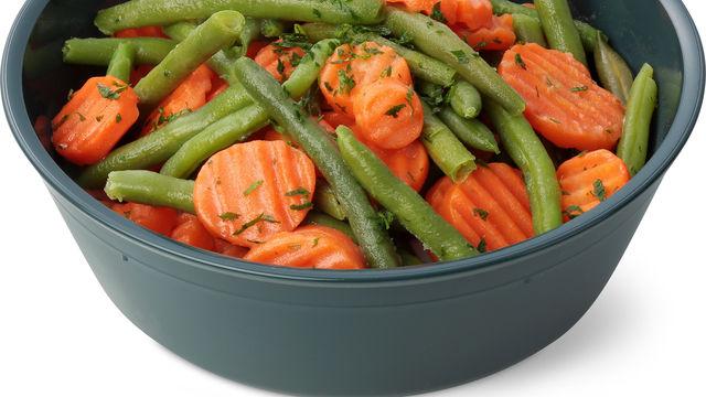 Migros serviert Gemüse in der Mehrwegschale. (Quelle: Migros)