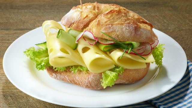 Solche Ansichten eines Käsebrötchens werden von den Teilnehmern verlangt. (Quelle: Hersteller)