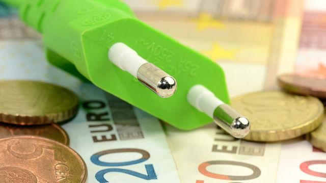 Wer die Erstattung von Energiesteuern beantragen will,  sollte sich genau informieren, was sinnvoll ist.   (Quelle: Fotolia/Strom © SZ-Designs)