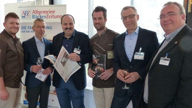 Auf dem Backkongress in Wiesbaden (von links): Johannes Hirth, Matthaes-Geschäftsführer Clemens Knoll, Johann Lafer, Joerg Schmid, ABZ-Chefredakteur Arnulf Ramcke und Andreas Höver von der Bäckerei  Seidel.  (Quelle: Küchle)