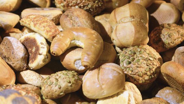 Was abends nicht abverkauft worden ist, endet als Tierfutter oder wird zu Paniermehl verarbeitet. (Quelle: Fotolia/sinuswelle)