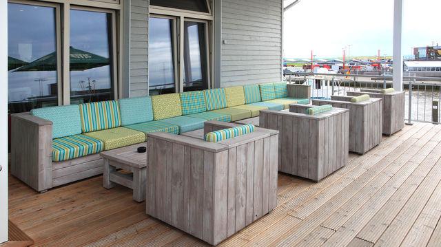 Tische, Stühle und Bänke sollen allwettertauglich sein, damit sie ganzjährig im Freien stehen können. (Quelle: Archiv/Schnieder)