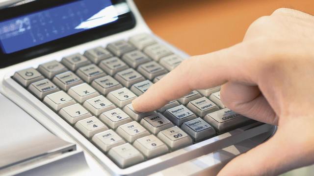 Ab Januar 2017 müssen Registrierkassen getätigte Buchungen elektronisch auslesbar abspeichern. (Quelle: Fotolia/Photology)