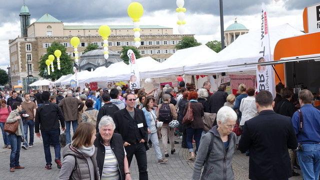 Auf dem Stuttgarter Brotmarkt herrscht großer Andrang. (Quelle: Kauffmann/Hart)