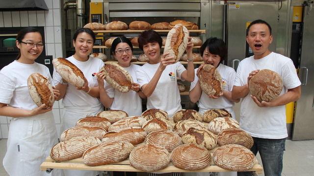 Mit Spaß bei der Sache: die chinesischen Gäste der Akademie Weinheim. (Quelle: Foto: Akademie)