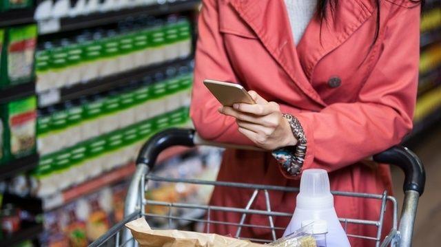 Beim Einkaufen soll den Verbrauchern per App mehr Transparenz geboten werden. (Quelle: Foto: Fotolia)