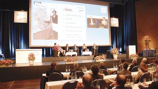 Über die Facetten der Digitalisierung diskutierten Lola Güldenberg (von links), Josef Anton Hartmayer, Nina Bold, Moderator Marcus Höffer, Petra Kunz und Bernd Kütscher. (Quelle: Kräling)