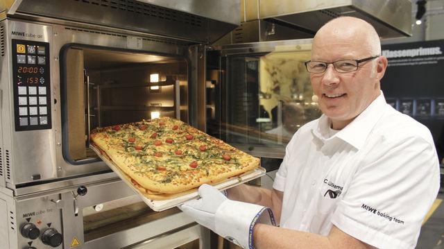 Ob Nudelauflauf, Lasagne oder Pizza – mit an das Bäckereisortiment angepassten Gerichten können Bäcker auch beim Mittagstisch mit ihrer Kompetenz punkten. (Quelle: Kräling)