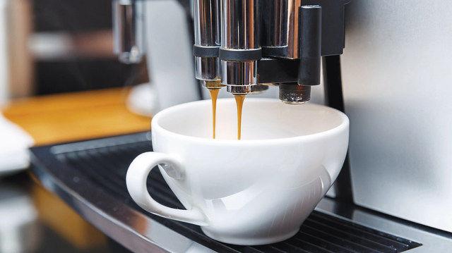 Nur aus einer optimal eingestellten Maschine kommt auch ein gut schmeckender Kaffee. (Quelle: Fotolia)