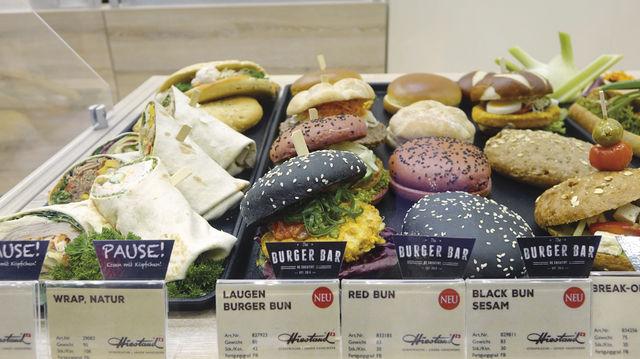 Das Burger-Prinzip: Der beliebte Snack schafft die Möglichkeit, dem Kunden verschiedene Gerichte anzubieten – Variationen sind beim Brötchen ebenso möglich wie beim Belag. (Quelle: Archiv/Wolf)