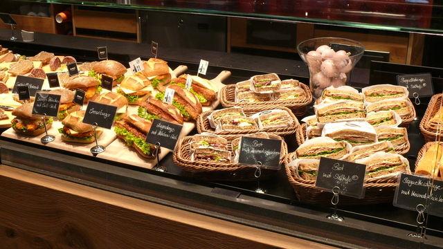 Kreative und attraktiv präsentierte Snackkonzepte kommen bei den Kunden an.   (Quelle: Wolf)