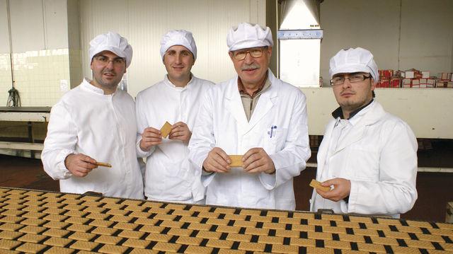Dauerbackwaren: Kekse fertigt der Bäcker im Team an. (Quelle: privat)