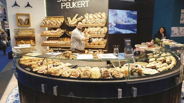 Schrutka-Peukert war erstmals auf der Internorga präsent – und mit dem Auftritt und der Besucherresonanz zufrieden. Vor allem die Kombination aus Brot- und kreativem Snackgeschäft ist angekommen. (Quelle: Kauffmann/Wolf)