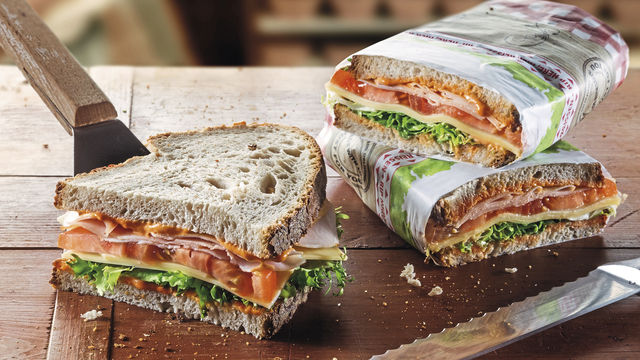 Ein belegtes Brot mit hochwertigem Belag – attraktiv verpackt – sorgt für Appetit bei Kunden. (Quelle: Unternehmen)