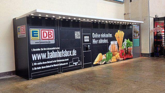 Im Stuttgarter Hauptbahnhof steht die acht Meter lange und zwei Meter hohe Abholstation. (Quelle: Kauffmann)