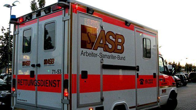 Die alarmierten Rettungskräfte konnten nur noch den Tod des Mannes feststellen. (Quelle: Hartmut910  / pixelio.de)