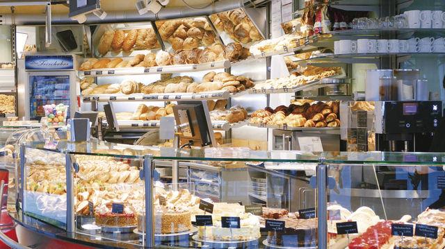 Als Ware in der Präsentation schon häufig ganz dicht nebeneinander – Produkte aus dem Bäckerei- und Konditorenbereich. (Quelle: Küchle)