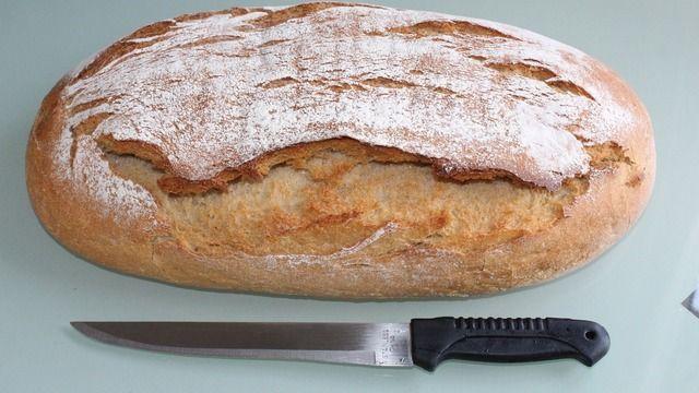 Das Messer wurde in das Messer eingebacken (Symbolbild). (Quelle: pixabay.de / AlexSky)