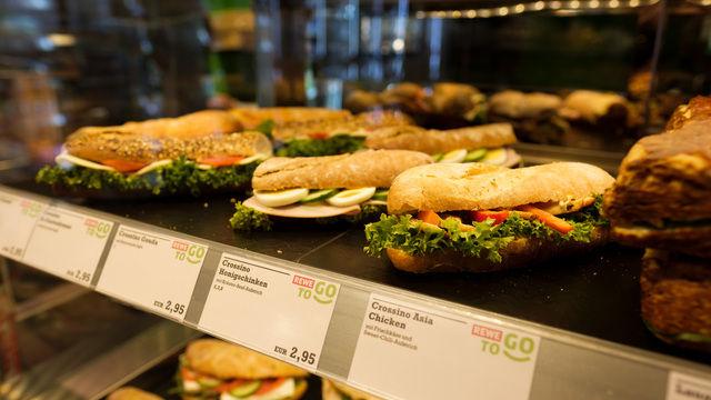 Die frischen Snacks-to-go von der Tanke kommen beim Kunden an. (Quelle: Unternehmen)