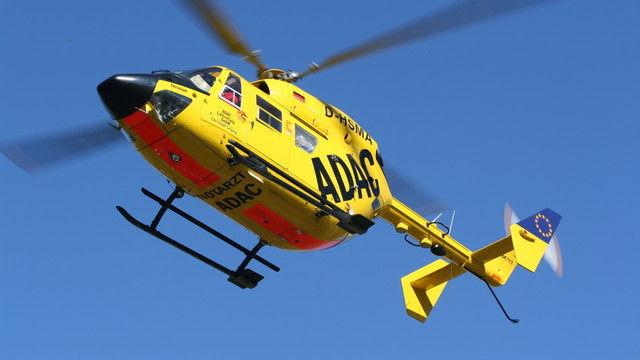 Der Bäcker musste mit einem Rettungshubschrauber in eine Spezialklinik geflogen werden. (Quelle: auto-im-vergleich.de  / pixelio.de)