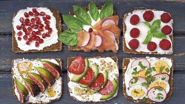 Gehört zum guten Frühstück dazu: Brot mit unterschiedlichen Belägen. (Quelle: Fotolia)