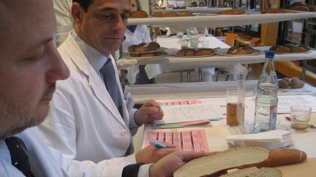 Im Zentrum der DLG-Qualitätsprüfungen steht die sensorische Analyse der Lebensmittel auf Aussehen, Geruch, Geschmack und Konsistenz. (Quelle: Archiv/DLG)