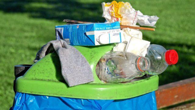 Der Verpackungsmüll nimmt durch die veränderten Konsumgewohnheiten der Verbraucher zu. (Quelle: pixabay.com/Antranias)