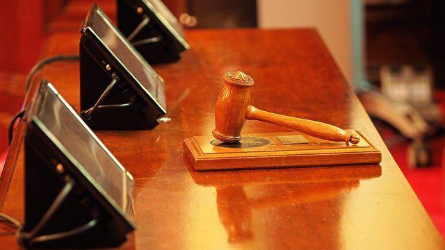 Vor dem Oberlandesgericht (OLG) in München wurde verhandelt, wer die Schuld für den Trickbetrug tragen muss. (Quelle: Fotolia)
