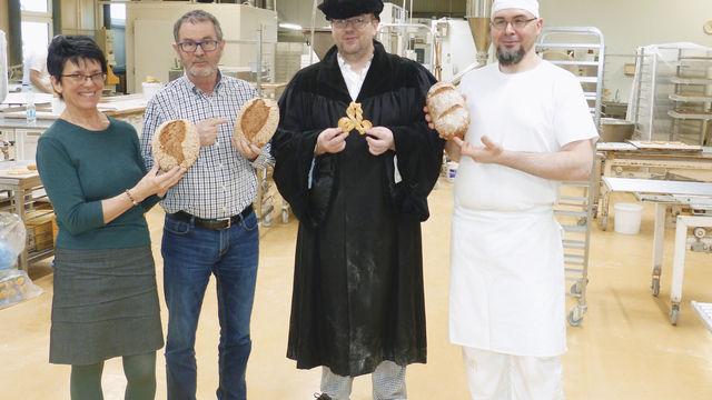 Kollegen aus Thüringen bei der Präsentation von Luther-Produkten.  (Quelle: Zoller)
