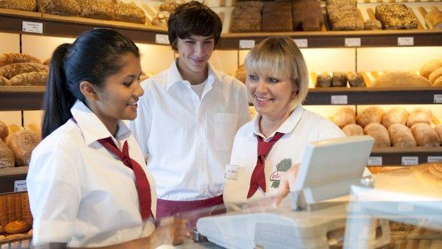 Verkäuferinnen in Baden-Württemberg erhalten bis zu 4,8 Prozent mehr Lohn. (Quelle: Zentralverband des Deutschen Bäckerhandwerks)