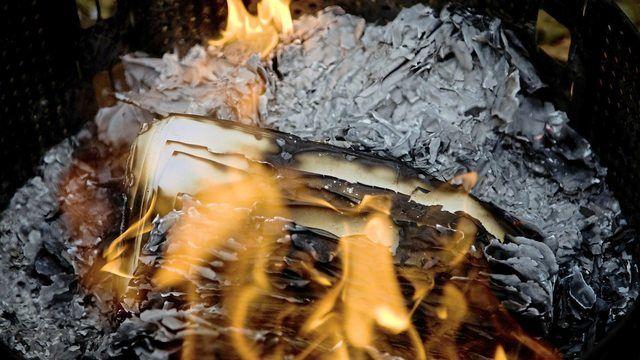 Die Rentnerin hat Kartons und leere Papiersäcke angezündet. (Quelle: pixabay.com/ markusspiske)