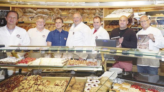"""Vorstandsmitglieder der """"Allgäuer Bäcker"""" (von links): Hubert Wipper, Karl Standhartinger, Günther Landerer, Johann Baldauf, Erwin Weber, Thomas Baustetter und Karlheinz Härle. (Quelle: Verband/Brückner)"""