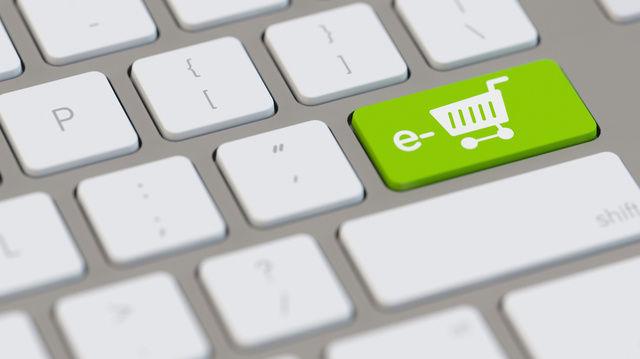Viele Waren kaufen Deutsche online ein. (Quelle: Archiv / Fotolia)