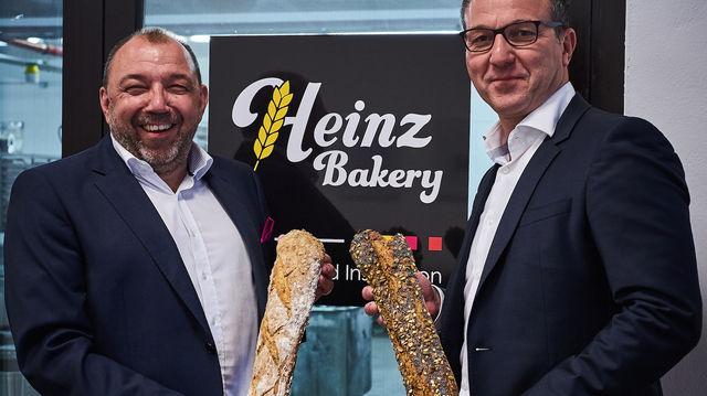 Erweiterung des Brotsortiments: Délifrance und Heinz Bakery mit Achim Zimmermanns und Reinhard Heinz. (Quelle: Unternehmen)