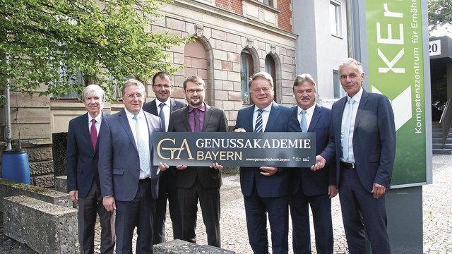 Den Startschuss für die Kulmbacher Genussakademie gab der bayerische Landwirtschaftsminister Helmut Brunner (5. von links). (Quelle: Dietrich)