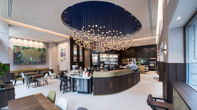 Der Laden ist in vier Bereiche eingeteilt: Der Kronleuchter stellt eine Kaffeebohne dar. (Quelle: Unternehmen)
