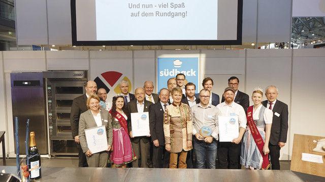 Ausgezeichnete Innovationen bei der Eröffnungsveranstaltung: Den Südback Trend Award haben die Vertreter der Gewinner-Unternehmen Intratool, Uniferm, Zilk sowie App & Eat entgegengenommen. (Quelle: Wolf/Kauffmann/Richter)
