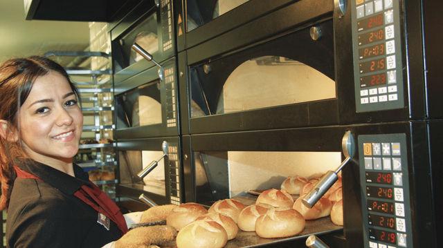 Moderne Ladenöfen können backen, aber auch Speisen erwärmen (Quelle: Stumpf)