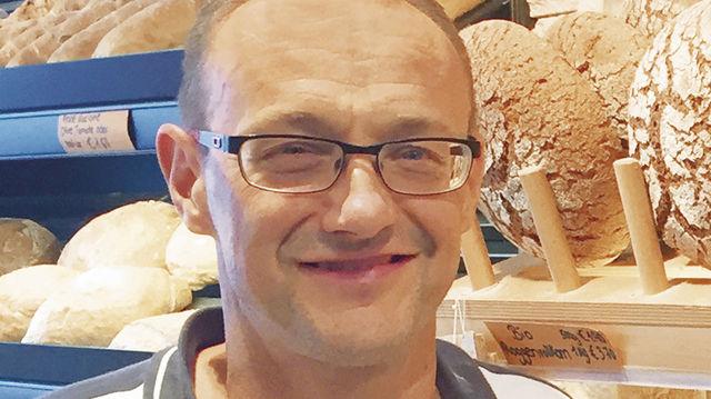Michael Zollinger verkauft Bio-Brote aus Vollkornmehl, die ohne enzymhaltige Backmittel auskommen. (Quelle: Zoller)