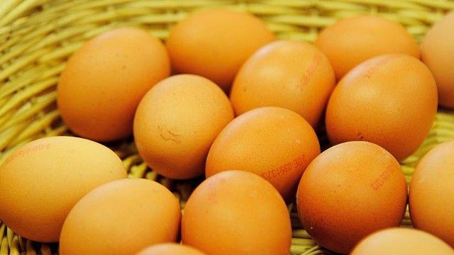 Frische Hühnereier mit Fipronil-Anteilen wurden vernichtet, aber deren verarbeitete Produkte sind wohl in die  Lebensmittelkette gelangt. (Quelle: Archiv/Kauffmann)