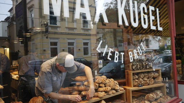 Werbung in eigener Sache: Das Schaufenster von Max Kugels Brotladen in Bonn. (Quelle: Foto: Goldlücke)