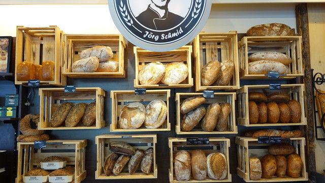 Im Brotsommelier-Laden: Qualitätsbrote effektiv inszeniert.   (Quelle: Wolf)