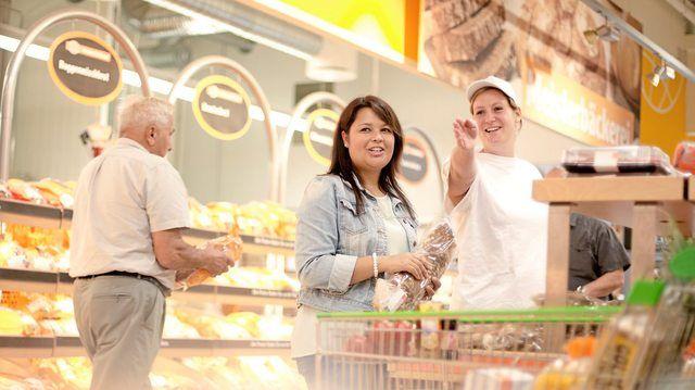 Die Meisterbäckereien in den SB-Warenhäusern sind offen gestaltet, sodass die Kunden den Bäckern bei der Arbeit zusehen können.  (Quelle: Unternehmen)