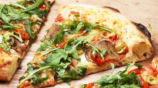 In den USA ist es jetzt möglich, per Facebook eine Pizza oder anderes Fast Food zu bestellen. (Quelle: pixabay)