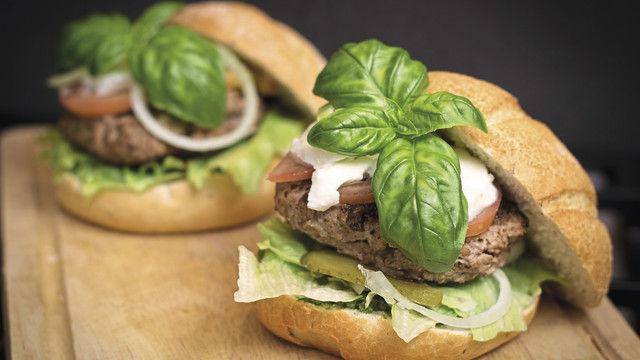 Burger gehören zu den beliebten Motiven der selbsternannten Food-Fotografen. (Quelle: pixabay.com/niekverlaan)