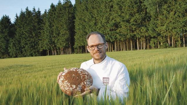 """Für sein Projekt """"Mein Heimatbrot"""" hat Andreas Fickenscher (mehr auf Seite 26) ein Brot entwickelt, das den Charakter seiner Heimatregion Oberfranken originalgetreu widerspiegeln soll. (Quelle: Genussakademie Bayern)"""