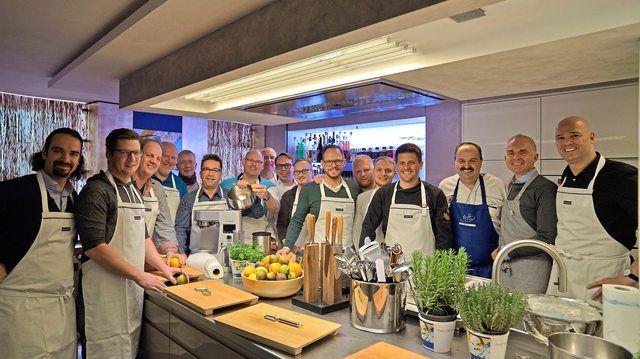 Die Brot-Sommeliers des Jahrgangs 2017 bei ihrem Abschluss mit Johann Lafer.  (Quelle: Bundesakademie Weinheim / Foto Markus Hildebrand)