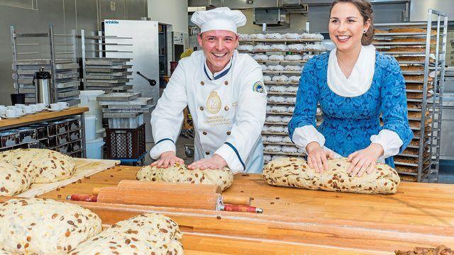 Bäckermeister Andreas Wippler und das Dresdner Stollenmädchen Hanna Haubold. (Quelle: Ben Walther)