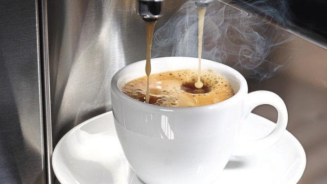 Eine exzellente Getränkequalität ist bei Kaffee die Voraussetzung, dass Kunden dieses Heißgetränk gerne außer Haus trinken und auch mehr bezahlen. (Quelle: Fotolia)