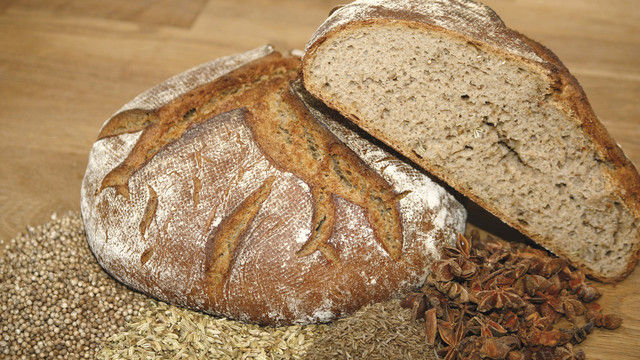 ... eher traditionell das Vinschgauer Brot mit Sternanis. (Quelle: Blath)